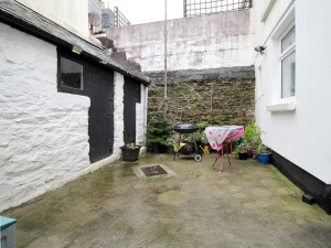 Shaftesbury Cottages 39 courtyard for front page